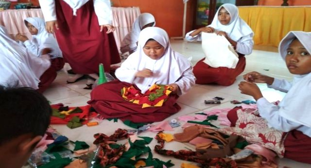 Aksi Kreatif Duta Sampah Edukasi Siswa Berinovasi Membuat Karya (10724)