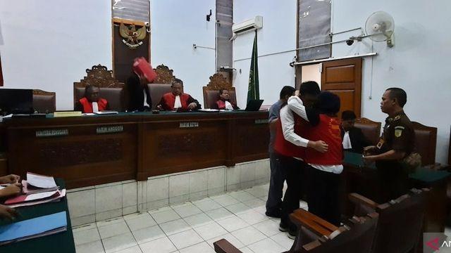 Aulia Kesuma Didakwa Bunuh Suami dan Anak Tirinya Secara Terencana (24011)