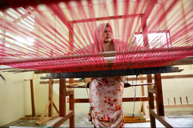 Perempuan Ahli Tenun, Penjaga Warisan Fashion Para Sultan Aceh (710567)