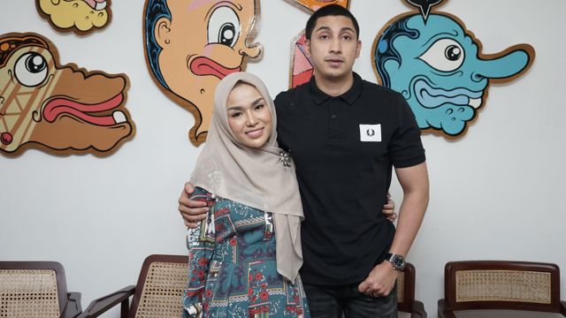 Medina Zein bersama suaminya Lukman Azhari