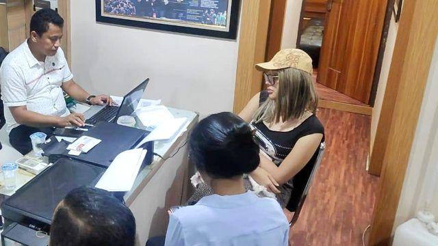 Foto: Gaya Lucinta Luna saat Ditangkap Polisi (211)