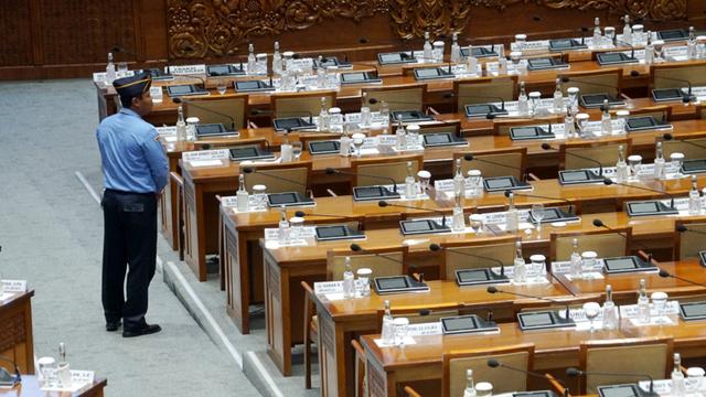 Cak Imin: 46 Anggota DPR hingga Staf Positif Corona, Rapat di Ruangan 25% Saja  (60637)