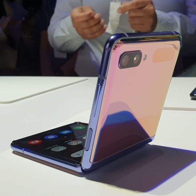Melihat Lebih Dekat Samsung Galaxy Z Flip, 'Kotak Bedak Ajaib' (671459)
