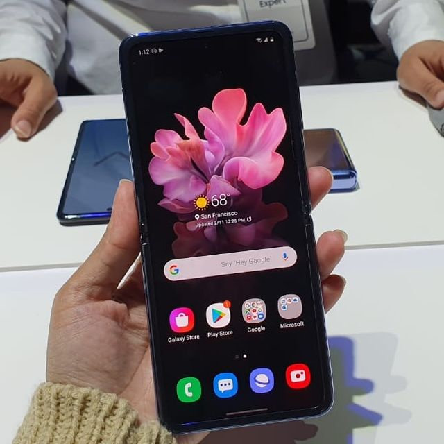 Melihat Lebih Dekat Samsung Galaxy Z Flip, 'Kotak Bedak Ajaib' (671462)