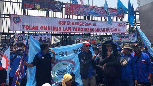 Pimpinan Baleg DPR Terima 10 Ribu Chat dari Buruh, Tolak RUU Omnibus Law (66481)
