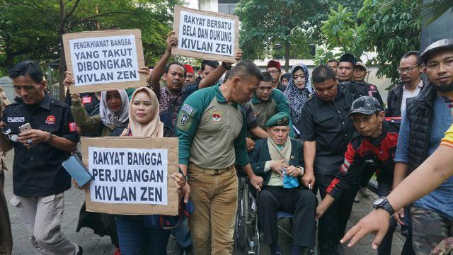 Foto: Tak Jadi Sidang, Kivlan Zen Tinggalkan PN Jakpus (317607)