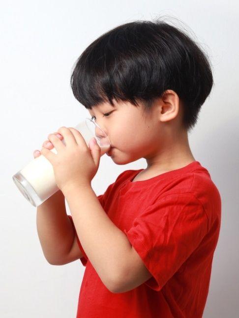 Anak minum susu formula (PTR)