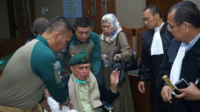 Foto: Tak Jadi Sidang, Kivlan Zen Tinggalkan PN Jakpus (317616)