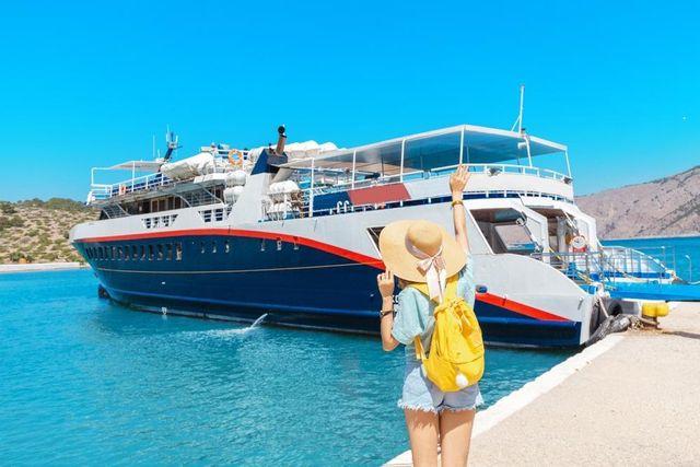 Ilustrasi liburan naik cruise