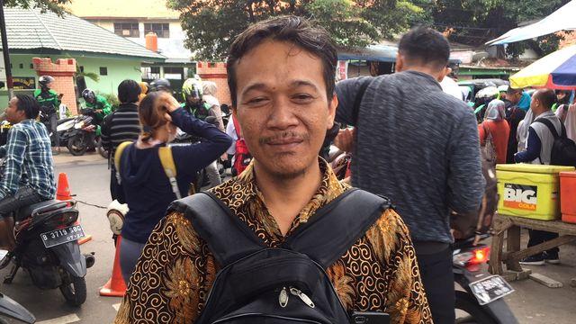 pengguna KRL di Stasiun Manggarai.