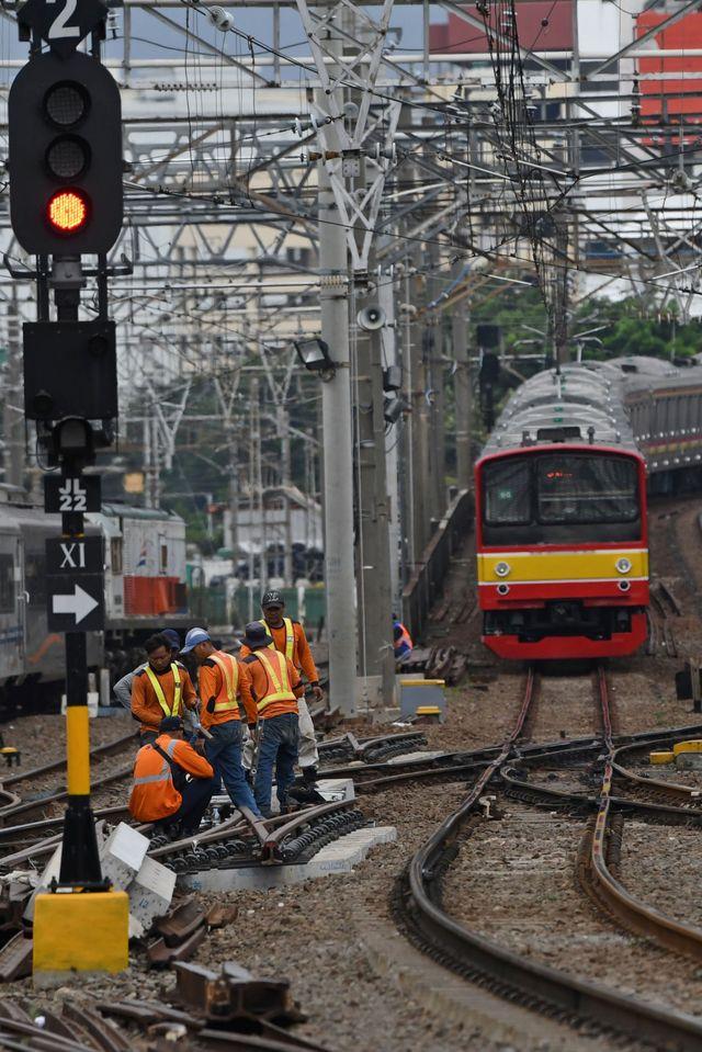 PTL. Perawatan rel di Stasiun KA Jakarta Kota