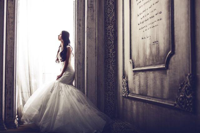 wedding-dresses-1486005_1920.jpg
