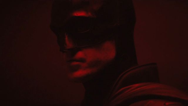 Fans Sebut Logo Batman di Kostum Robert Pattinson Terbuat dari Pistol (65416)
