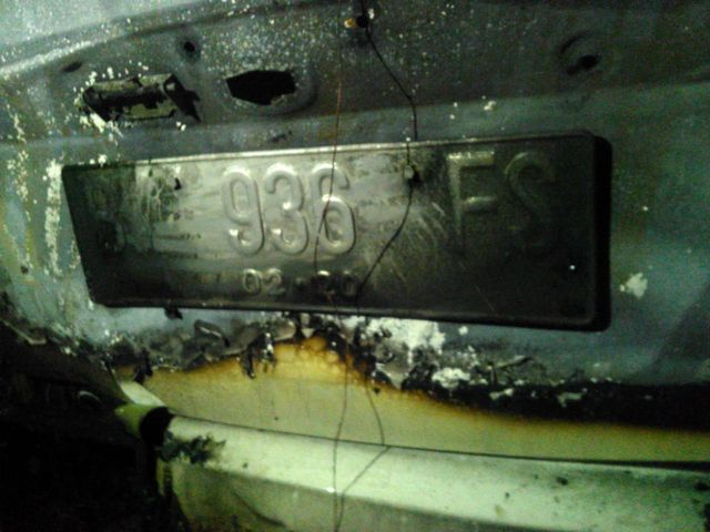 Mobil Honda Feed pasca menabrak pohon dan terbakar