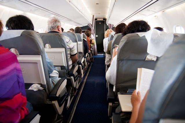 Viral Seorang Penumpang Pesawat Mengguncang Kursi di Depannya karena Kesal (73614)
