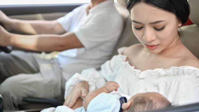 Daftar Perlengkapan Bepergian Bayi Baru Lahir yang Perlu Dibawa (45754)