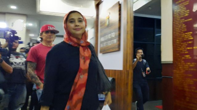 Ayu Azhari di Polres Metro Jakarta Selatan