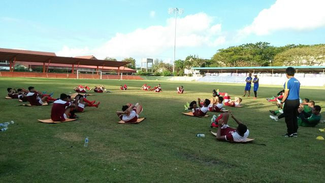 Latihan Persiraja di Stadion H Dimurthala.jpg