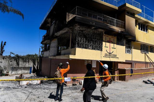 Panti asuhan ilegal di Haiti terbakar.