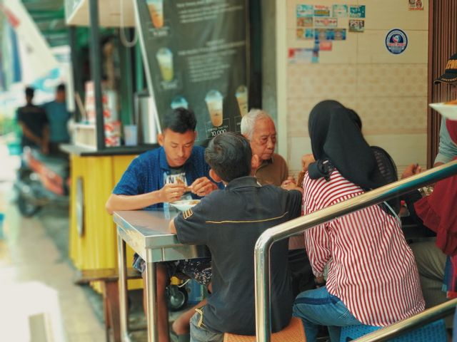 Rela Antre Demi Ayam Goreng dan Sop Buntut Pak Supar yang Legendaris di Semarang (71346)