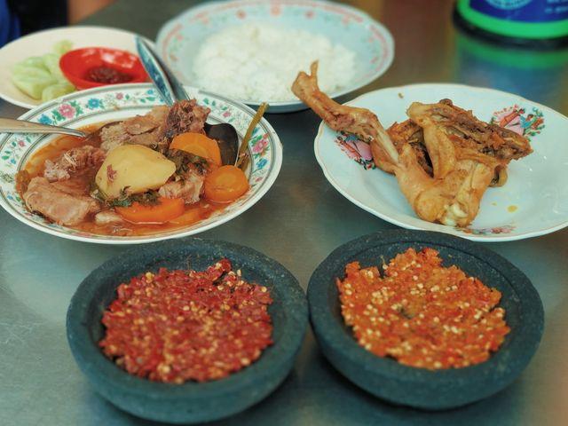 Rela Antre Demi Ayam Goreng dan Sop Buntut Pak Supar yang Legendaris di Semarang (71347)