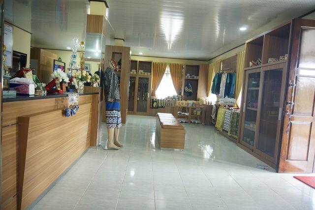 Tapis Negeri Katon, Pesawaran: Kearifan Lokal, Potensi Pembangkit Ekonomi (8334)