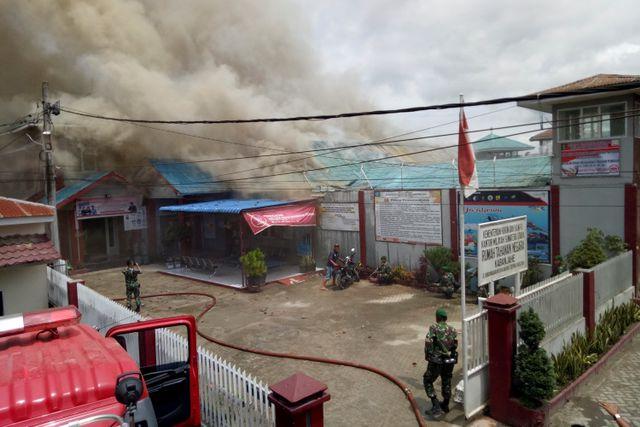 Foto Pekan Ini: Penembakan Massal di Thailand hingga Kepulangan WNI dari Natuna  (566649)