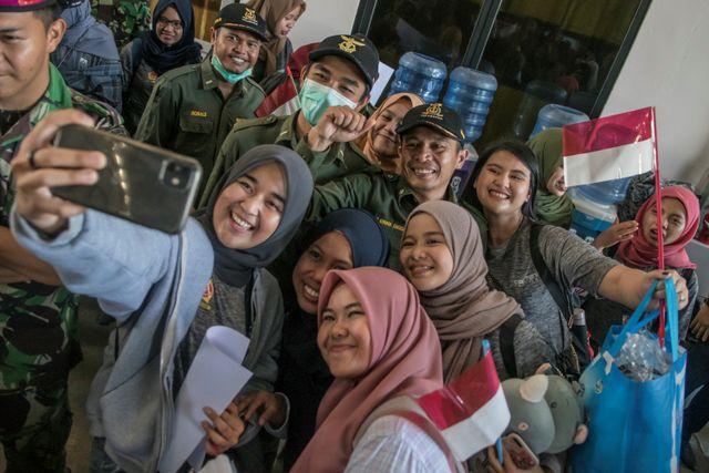 Foto Pekan Ini: Penembakan Massal di Thailand hingga Kepulangan WNI dari Natuna  (566653)