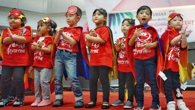 Jokowi antar Jan Ethes pentas musik