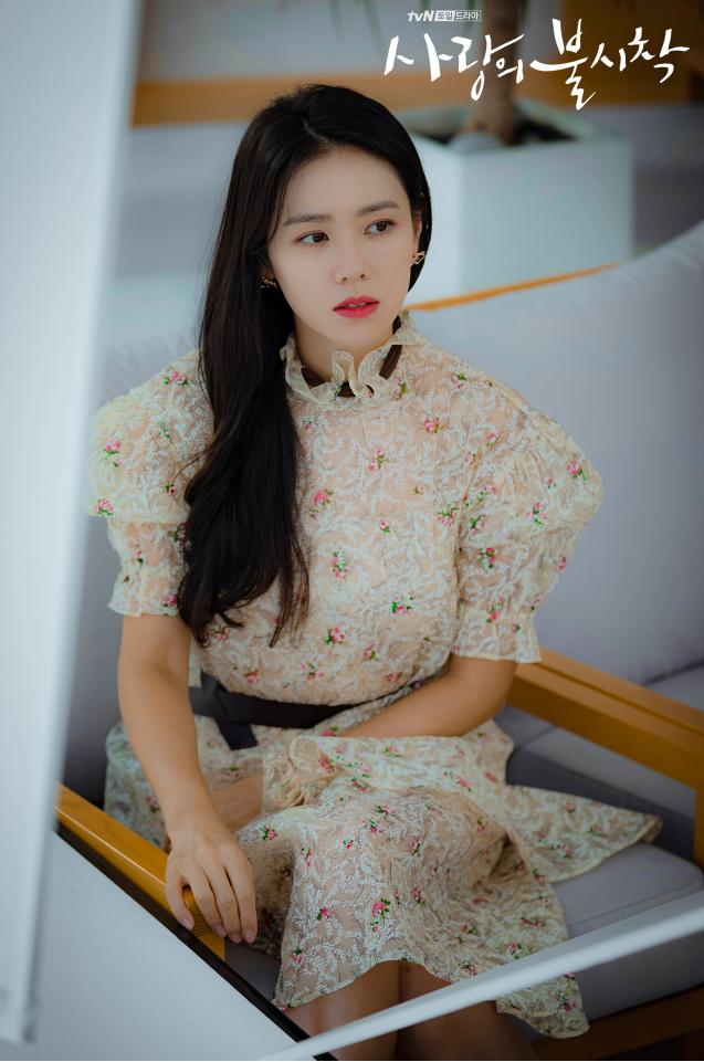 Gaya stylish Son Ye Jin