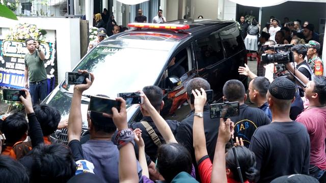 Jenazah meninggalkan rumah duka - Ashraf Sincalir - BCL