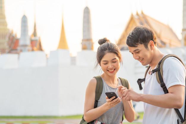 traveler-asian-couple-direction-location-map-bangkok-thailand_7861-1304.jpg