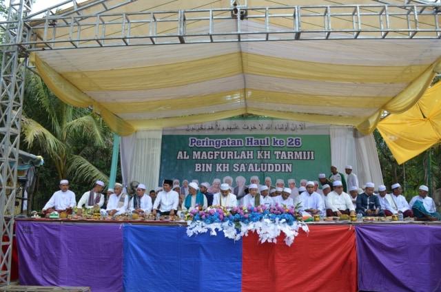 Bupati Ansharuddin Hadiri Haul ke-26 KH Tarmiji (352849)