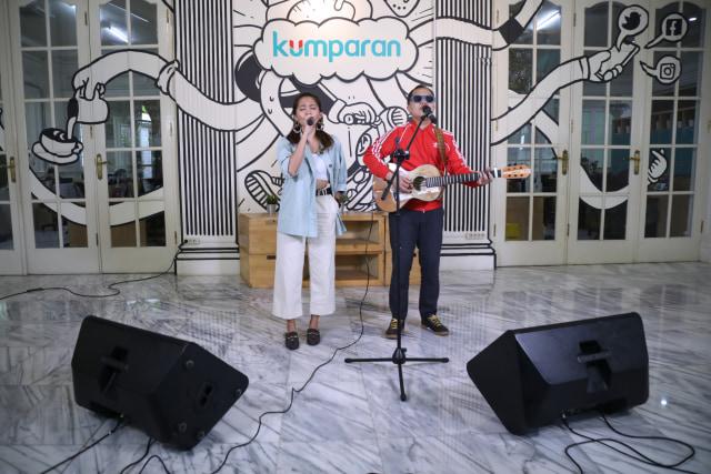 Foto: Lala Karmela dan Sandhy Sondoro Nyanyi Bareng di kumparan (1157289)