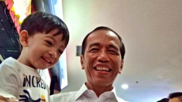 Kelucuan Jan Ethes Saat Ditraktir Donat oleh Jokowi Sebelum Pentas di Solo (288699)