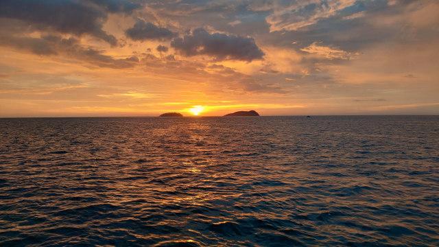Enchanting Sabah Part 2 Pesona Sunset Di Laut Kota Kinabalu Kumparan Com