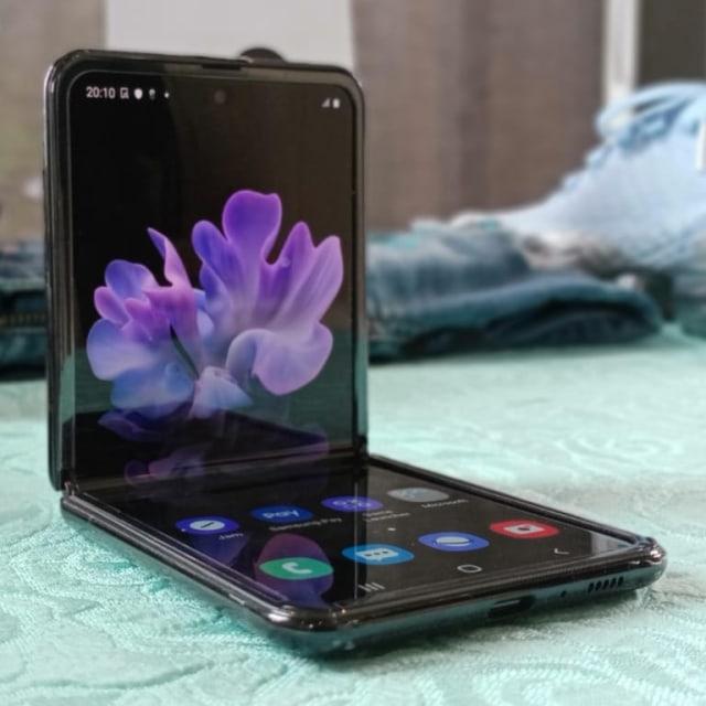 Melihat Lebih Dekat Samsung Galaxy Z Flip, 'Kotak Bedak Ajaib' (671451)