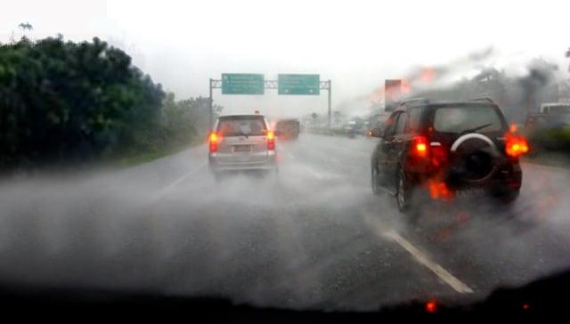 Jakarta Mulai Diguyur Hujan, Ingat Tips Aman Menyetir di Jalan Tol (772394)