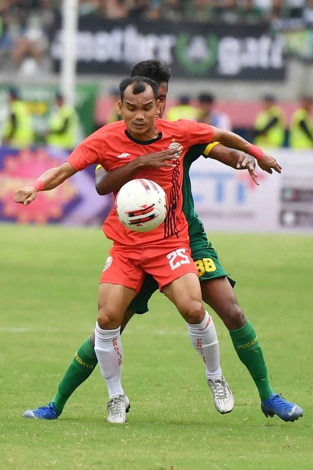 PTR-Persebaya Surabaya melawan Persija Jakarta