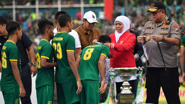 Persebaya Surabaya melawan Persija Jakarta