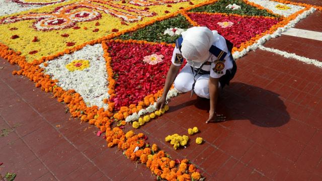 Foto: Indahnya Dekorasi Bunga pada Peringatan Hari Bahasa Ibu di Bangladesh (76311)