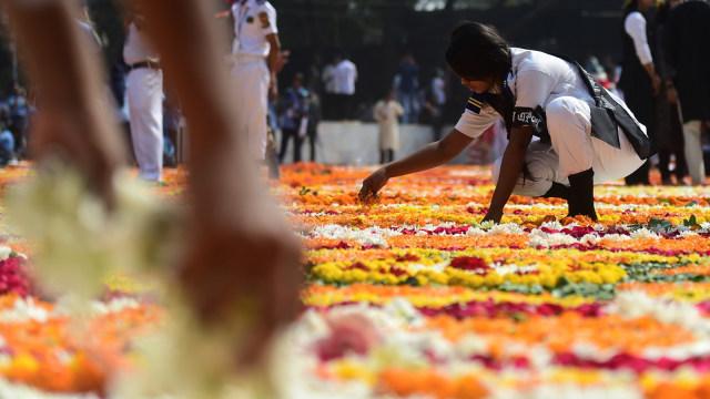 Foto: Indahnya Dekorasi Bunga pada Peringatan Hari Bahasa Ibu di Bangladesh (76313)