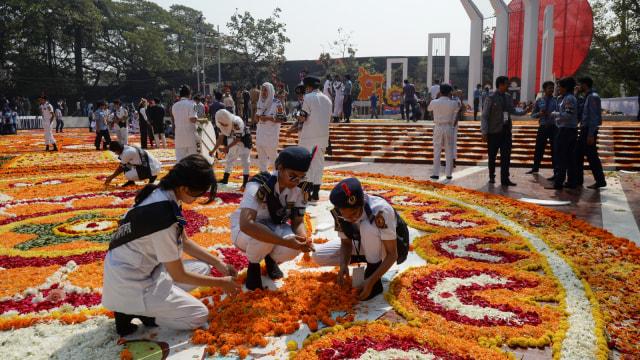 Foto: Indahnya Dekorasi Bunga pada Peringatan Hari Bahasa Ibu di Bangladesh (76310)