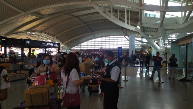 Sistem Imigrasi di Bandara Ngurah Rai Terganggu, Layanan Terpaksa Manual (244510)