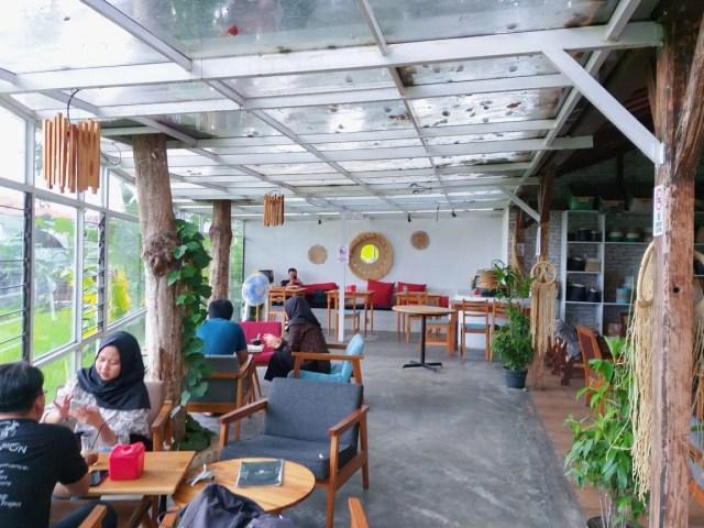 Warung Layar Sentuh: Tempat Nongkrong di Yogya dengan Suasana Pedesaan ala Bali (4140)