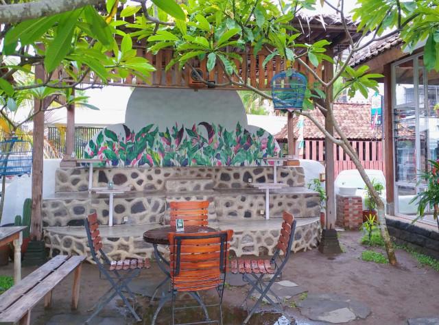 Warung Layar Sentuh: Tempat Nongkrong di Yogya dengan Suasana Pedesaan ala Bali (4139)