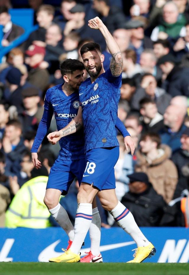 Olivier Giroud Resmi Bertahan Di Chelsea Kumparan Com
