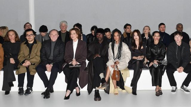Foto: Gaya Kasual Song Hye Kyo saat Hadir di Milan Fashion Week (884455)