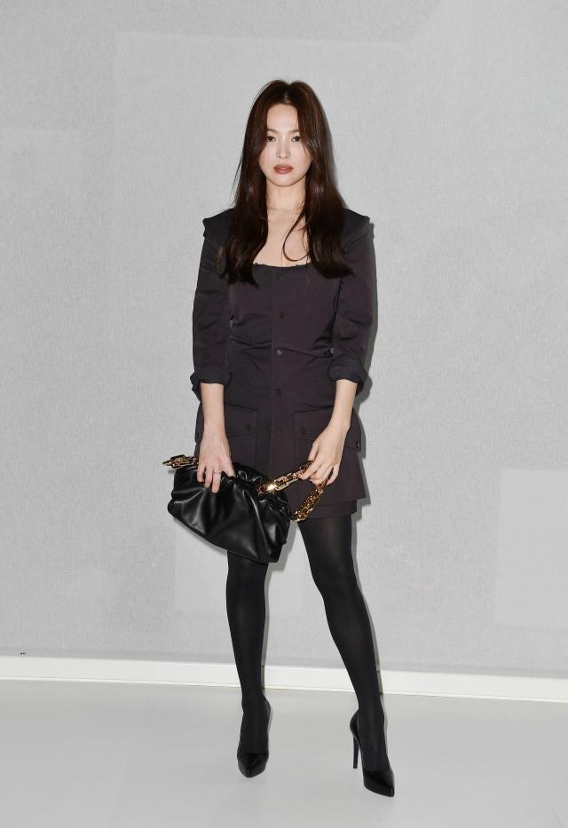 Foto: Gaya Kasual Song Hye Kyo saat Hadir di Milan Fashion Week (884452)