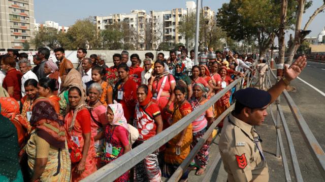 Foto: Trump Disambut Ratusan Ribu Warga saat Melawat ke India (69129)